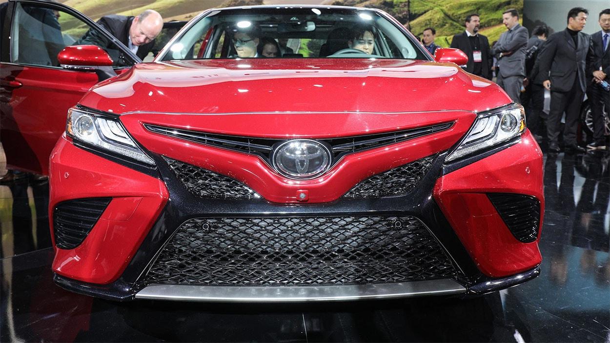 Toyota Camry 2018 спереди