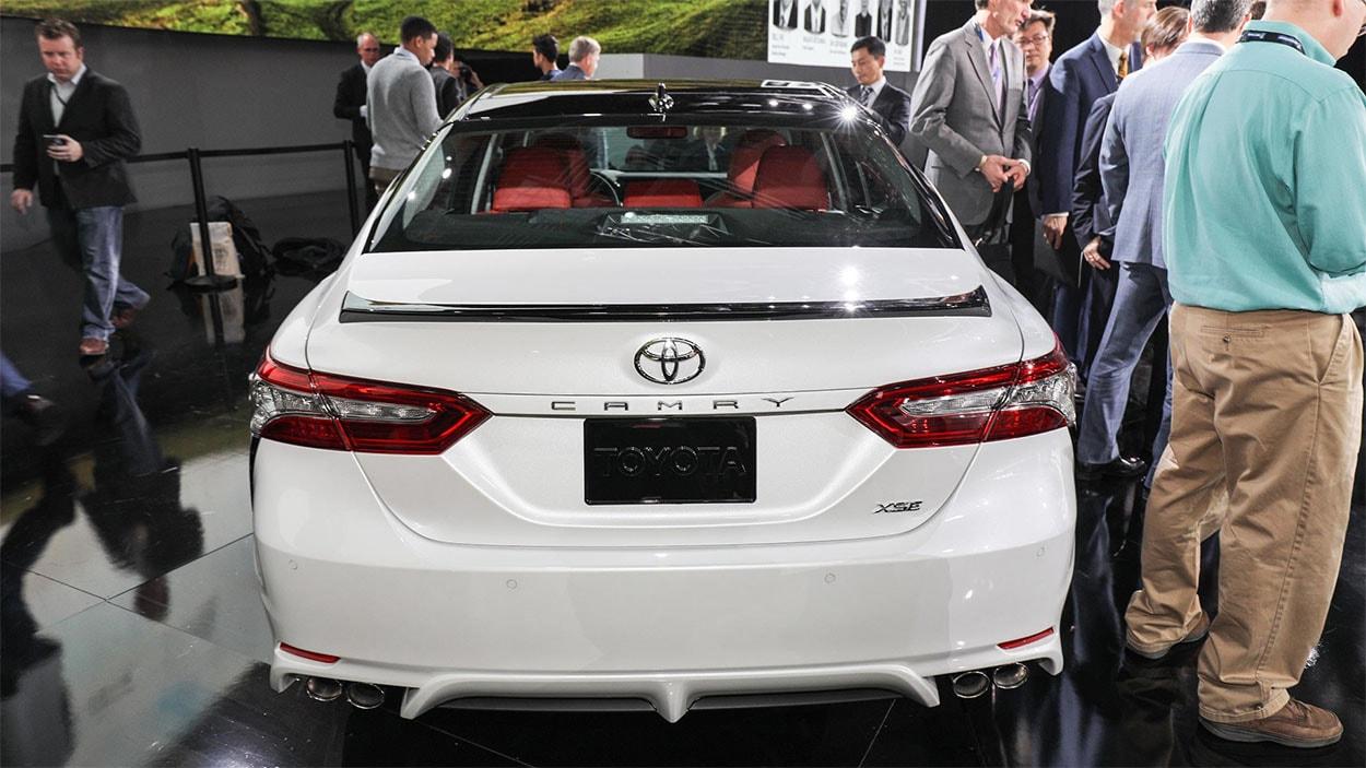 Toyota Camry 2018 вид сзади