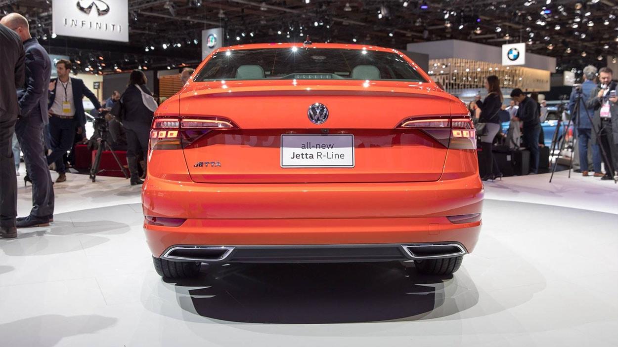 Volkswagen Jetta 7 фото вид сзади