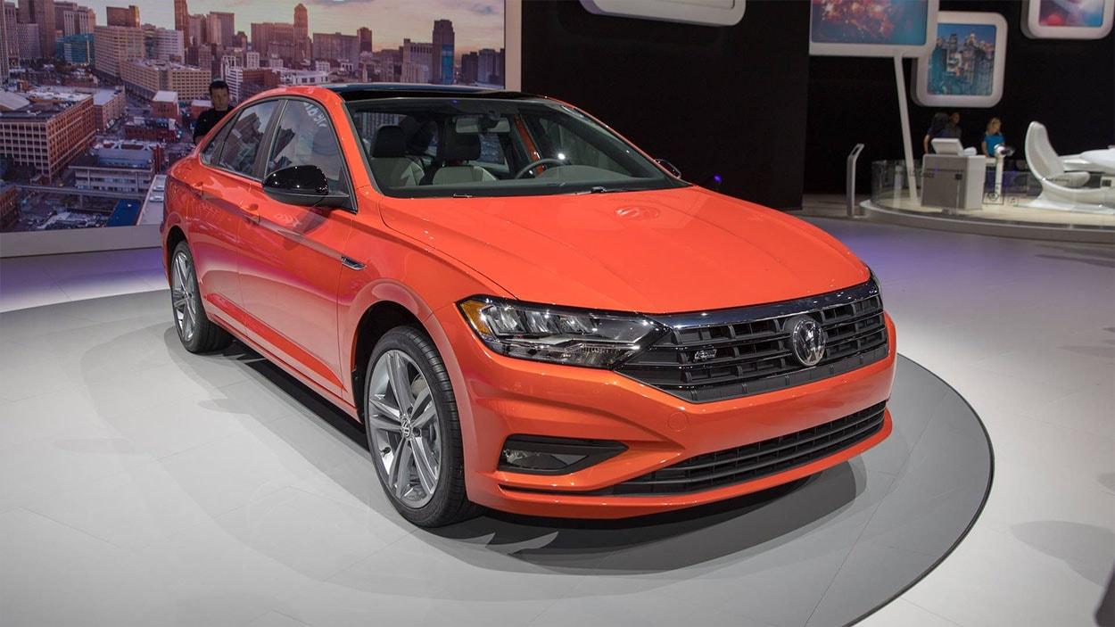 Volkswagen Jetta 7 спереди