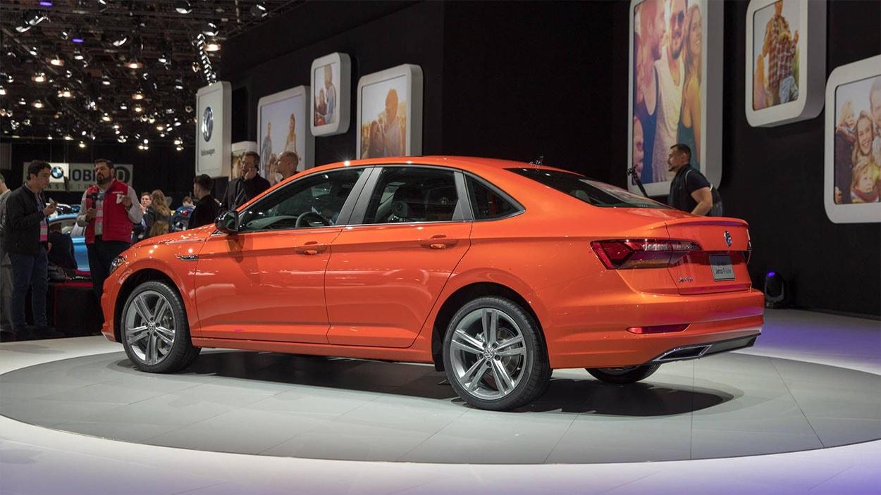 Volkswagen Jetta 7 вид сбоку