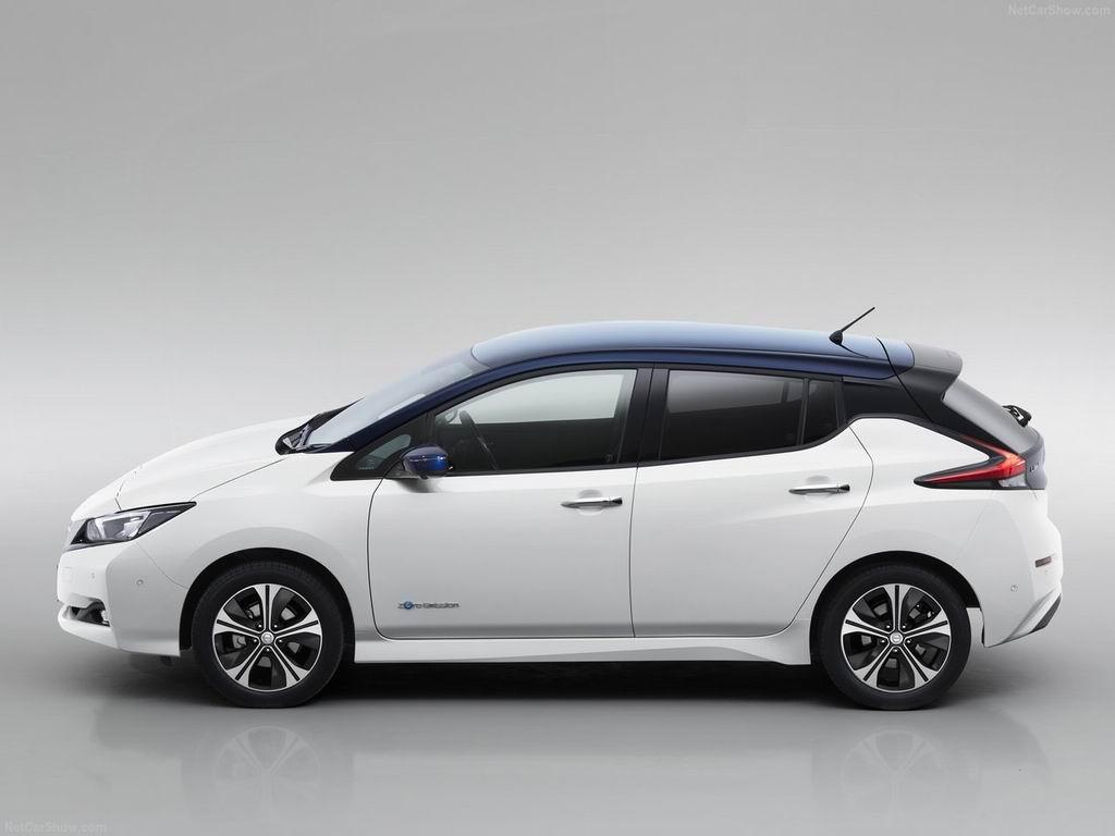 Nissan Leaf вид сбоку