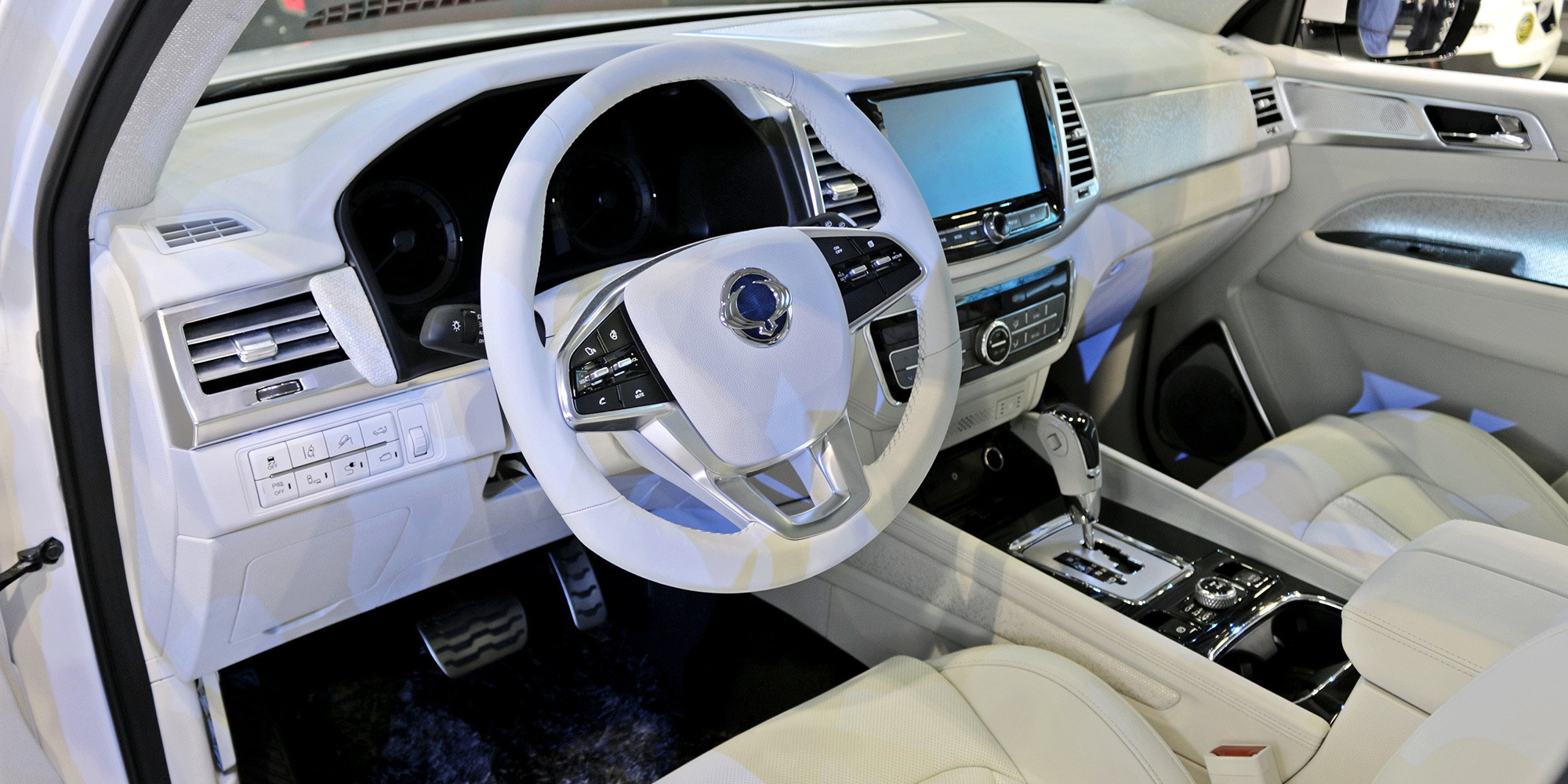 SsangYong Rexton 2018 салон