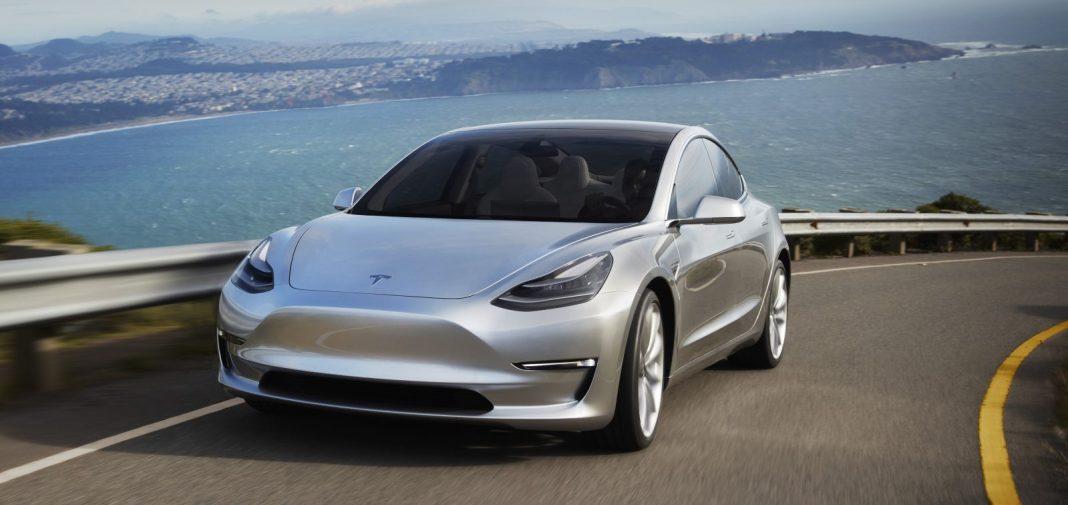 Tesla Model 3 вид спереди