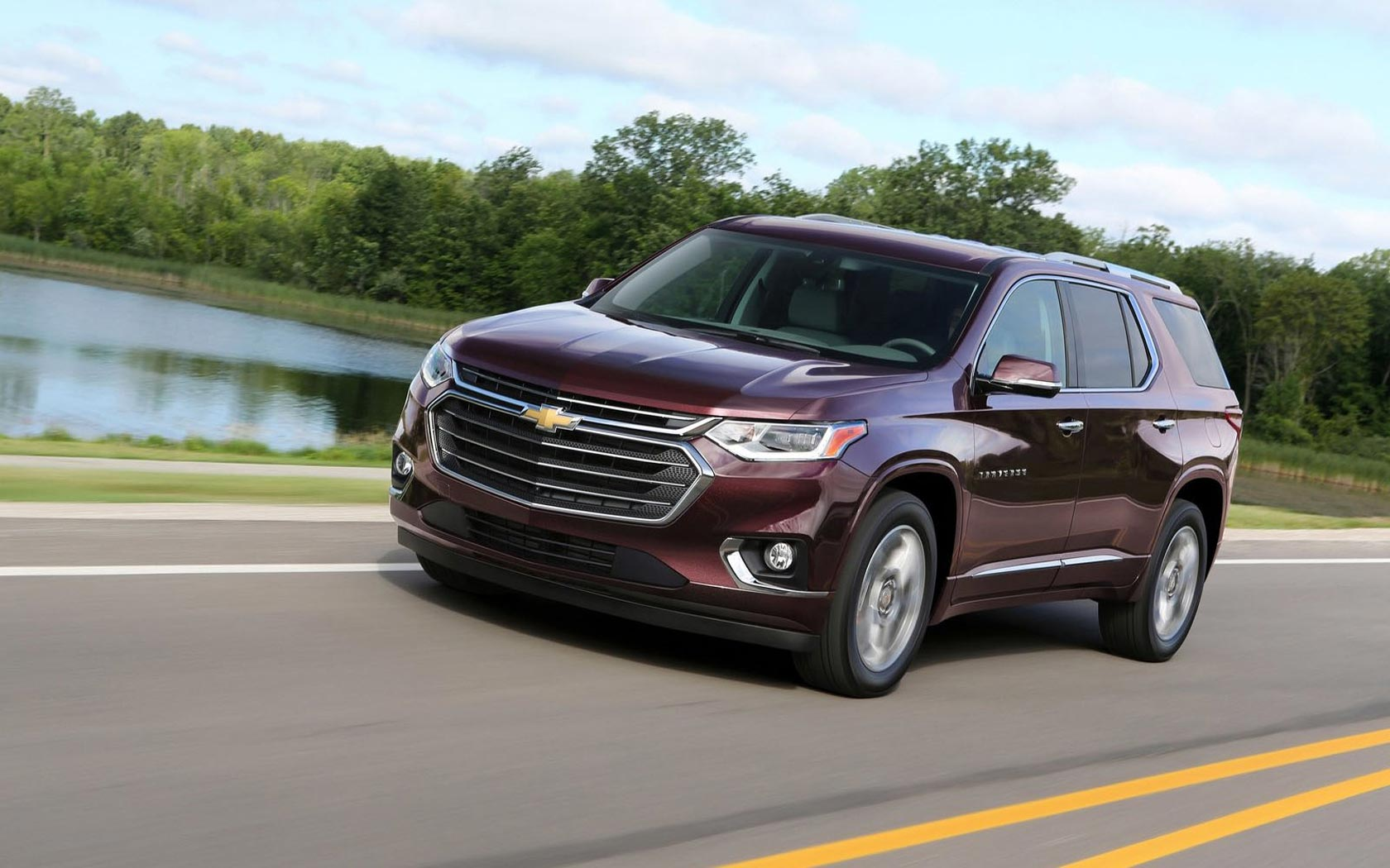 Chevrolet Traverse 2017 вид спереди