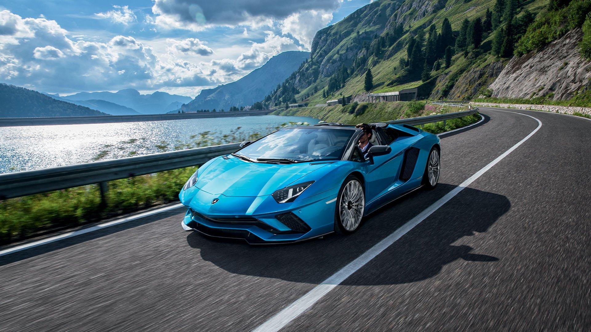 Lamborghini Aventador S Roadster спереди
