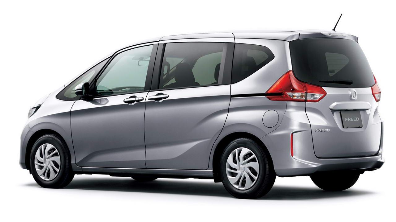 Honda Freed вид сзади