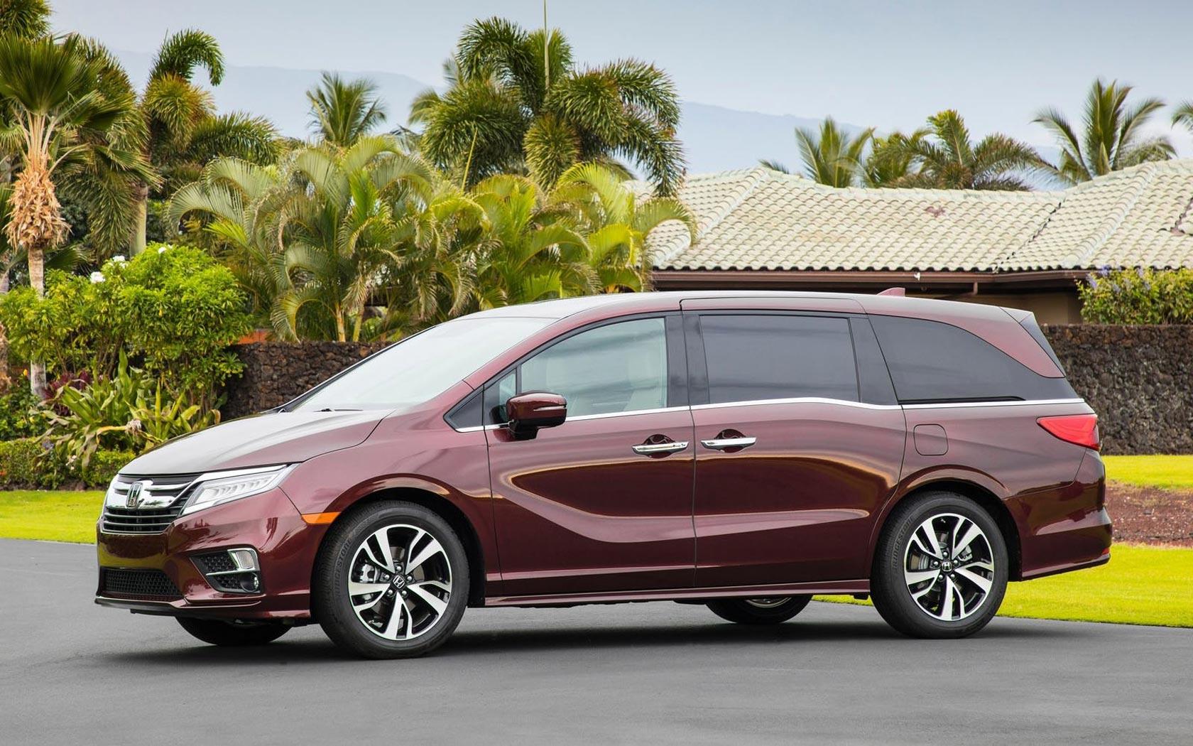 Honda Odyssey вид сбоку