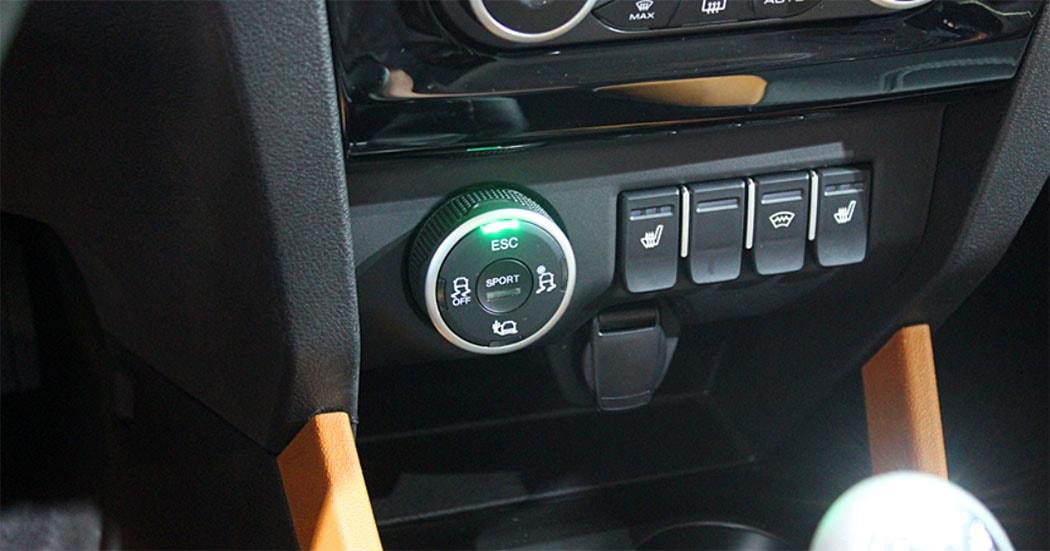 Lada Xray Cross панель приборов