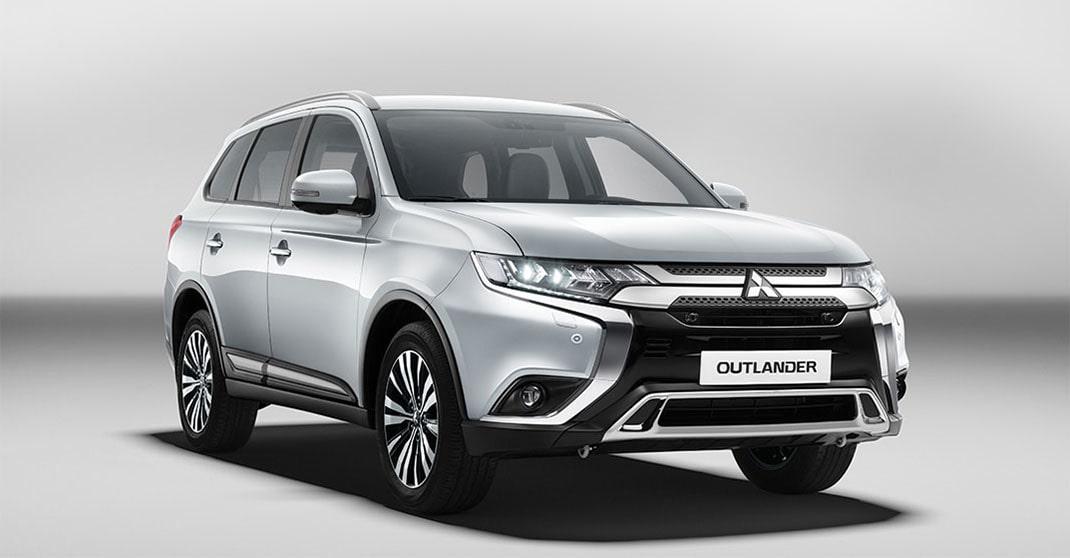 Mitsubishi Outlander вид спереди