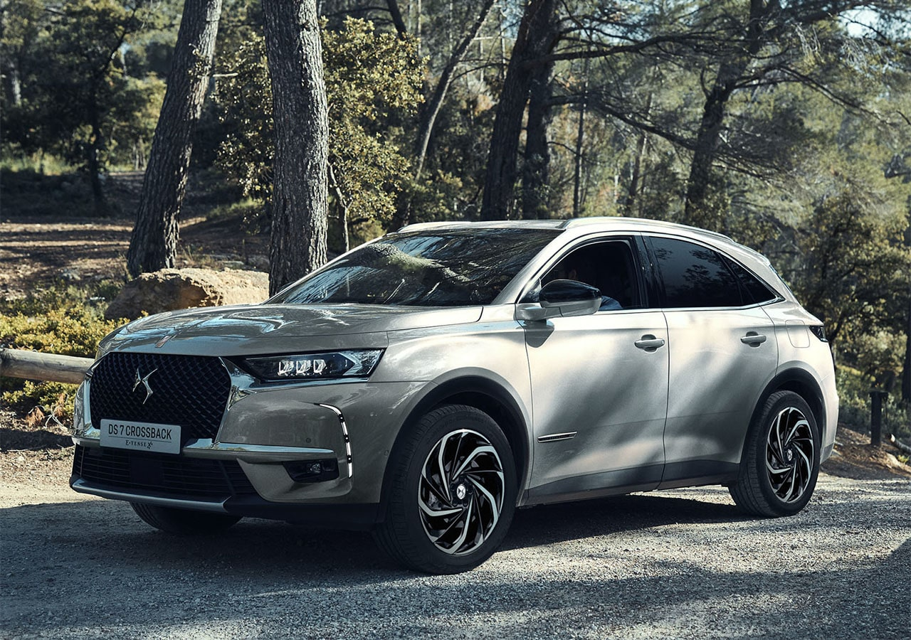 DS 7 Crossback E-Tense 4x4 фото сбоку