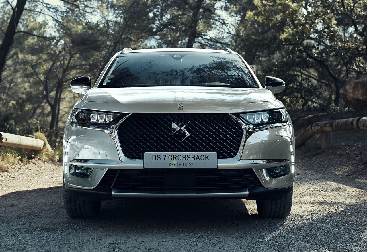 DS 7 Crossback E-Tense 4x4 вид спереди