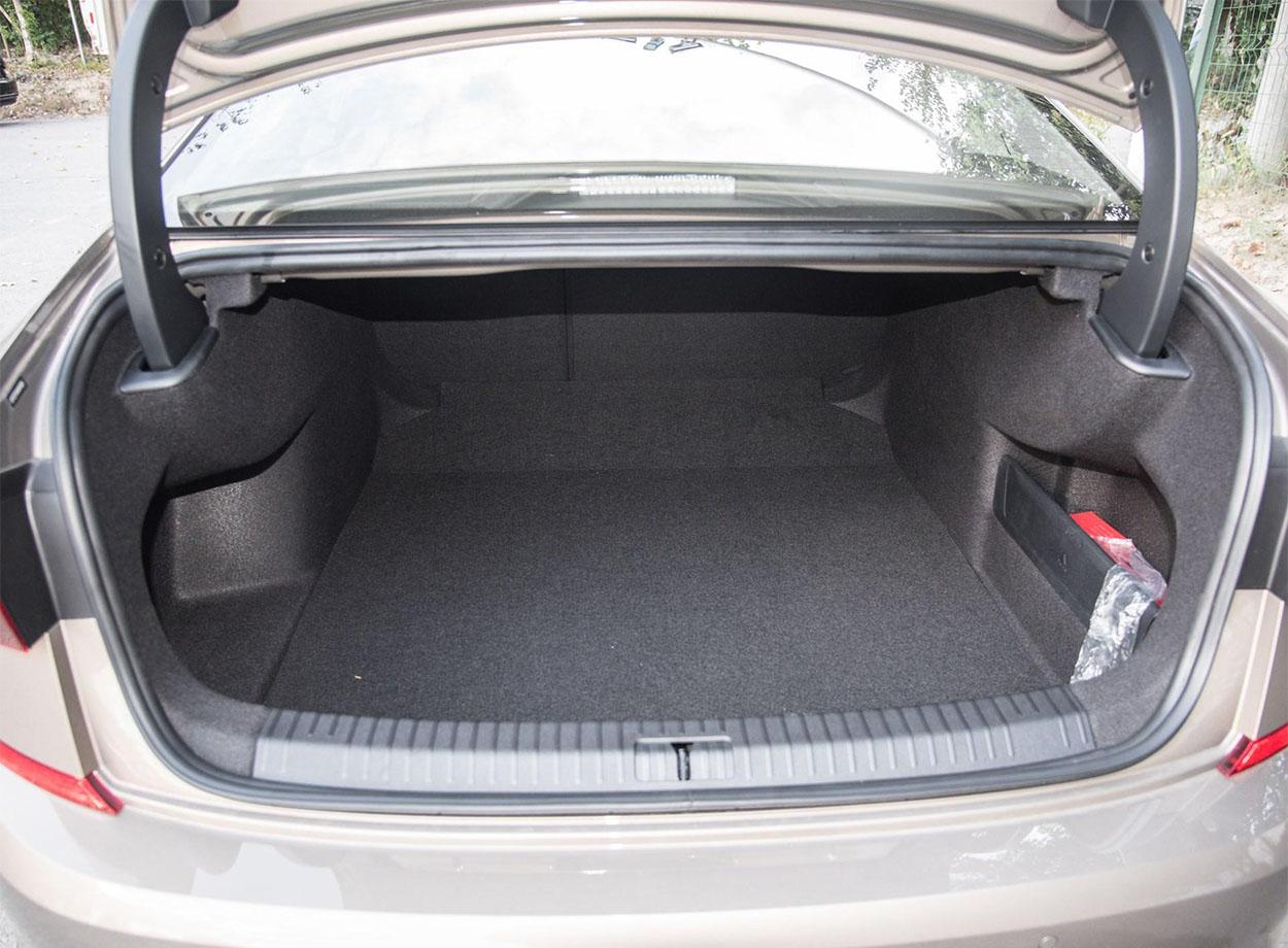 Volkswagen Passat багажник