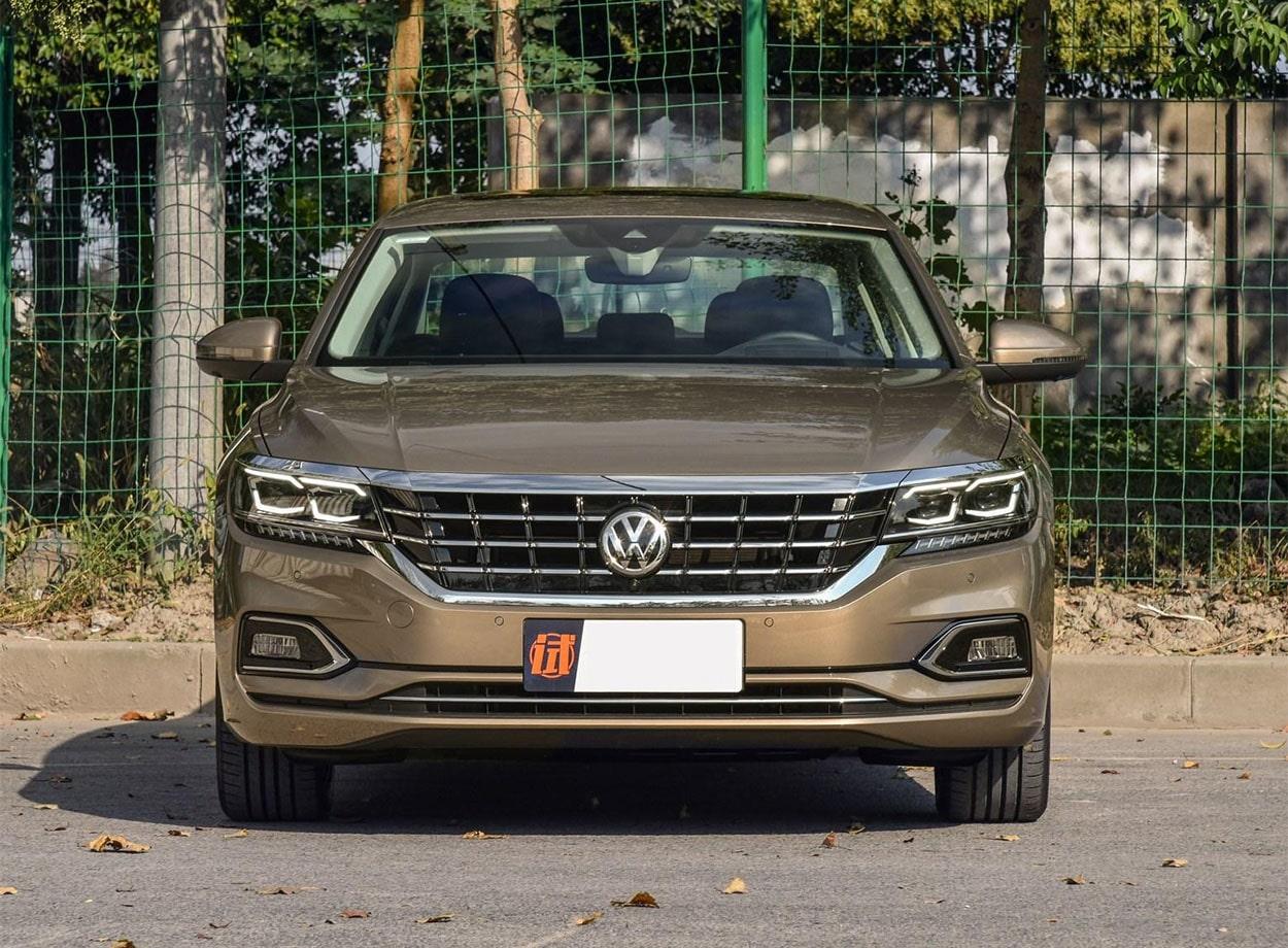 Volkswagen Passat фото спереди
