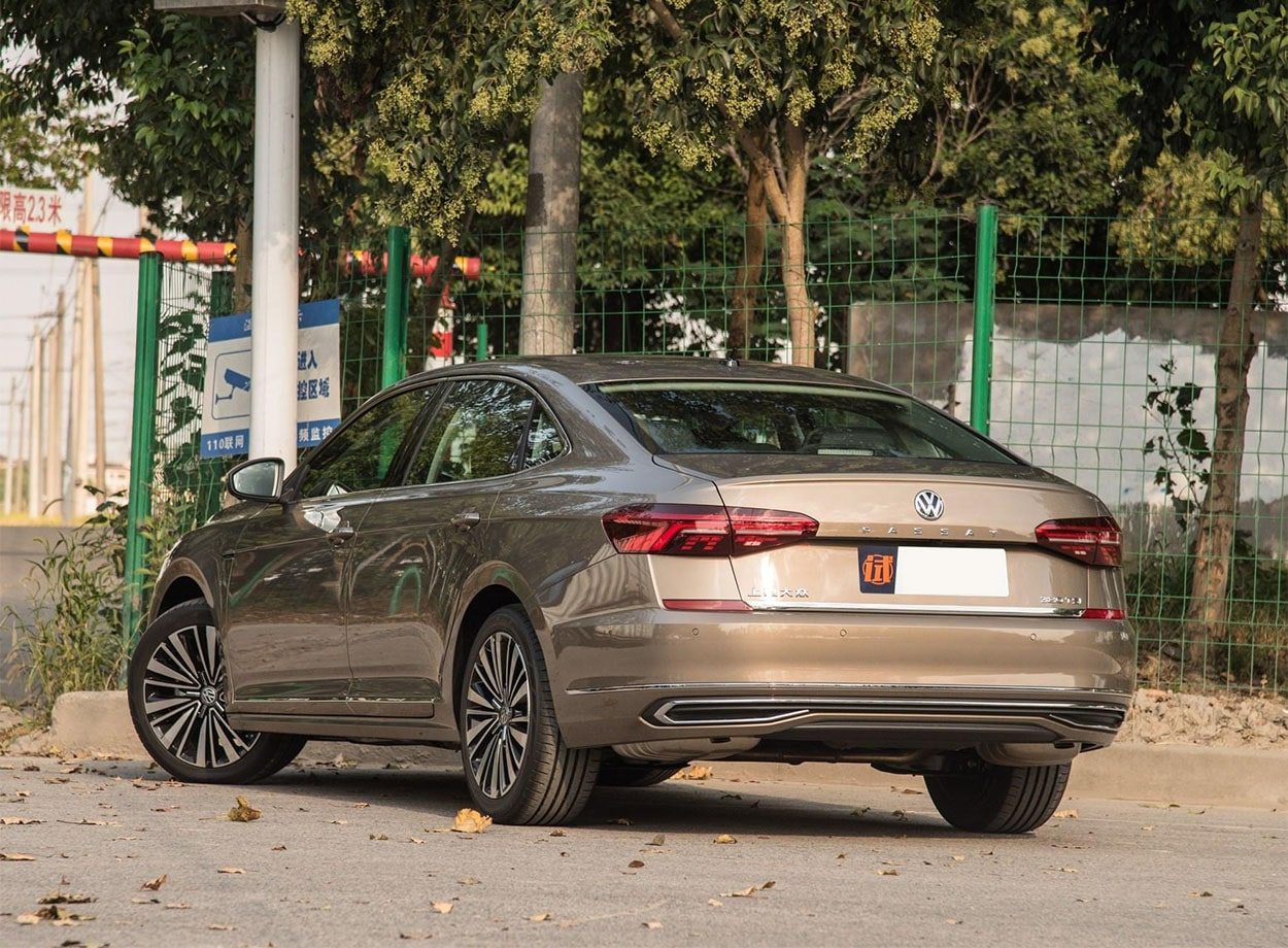 Volkswagen Passat фото сзади