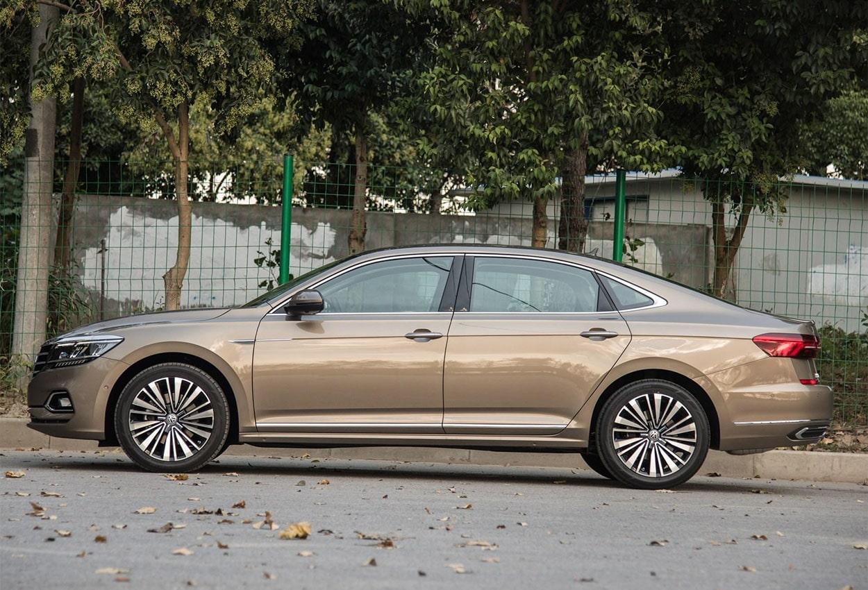 Volkswagen Passat сбоку