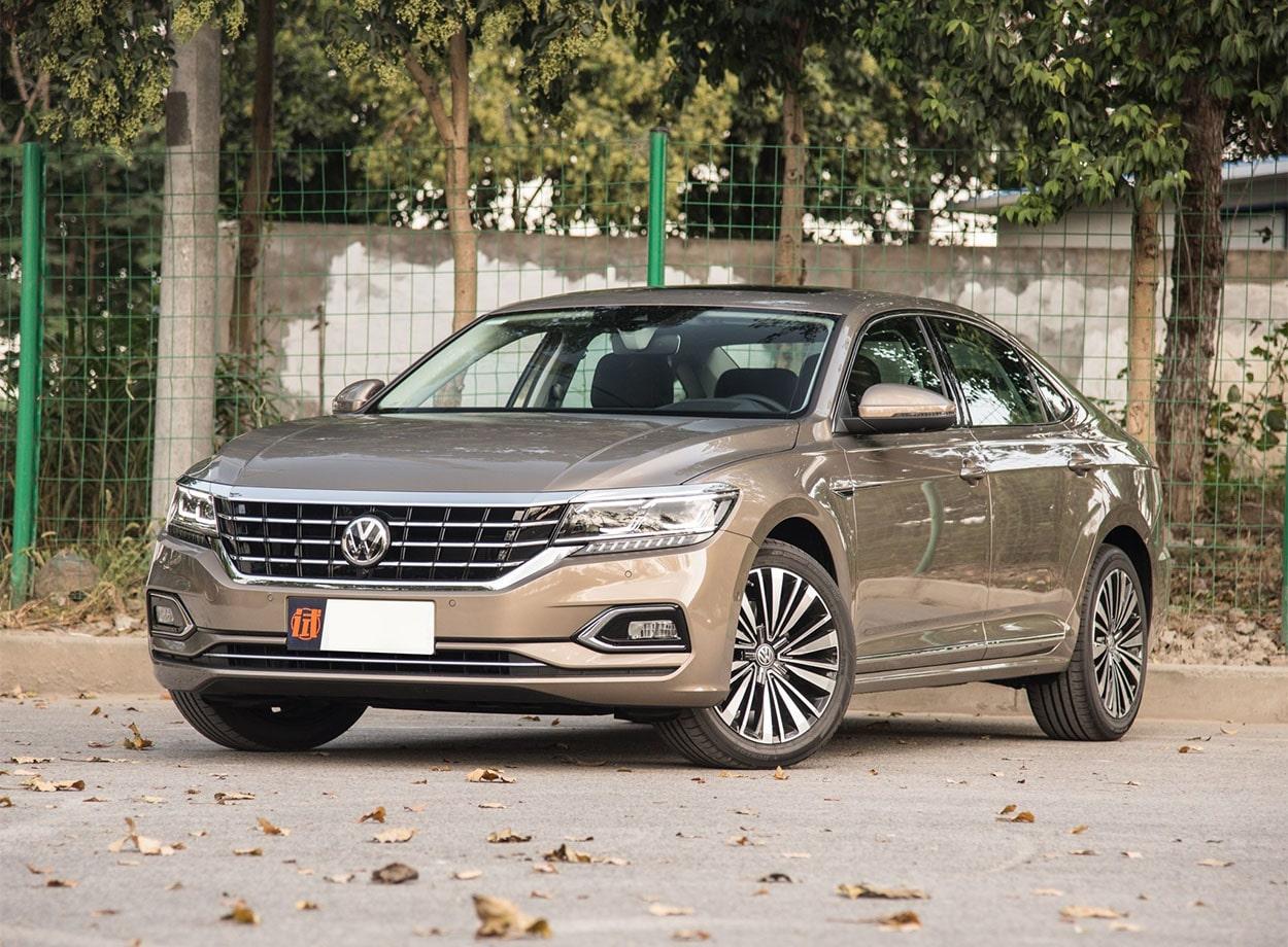 Volkswagen Passat вид спереди