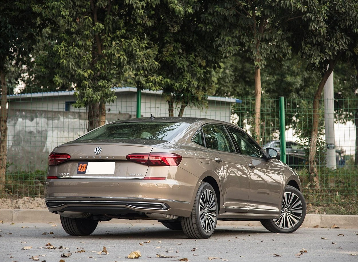 Volkswagen Passat вид сзади
