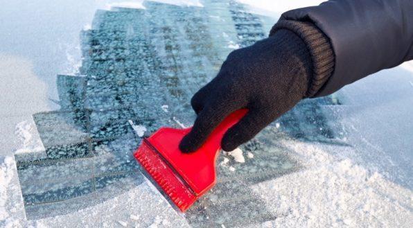 Как быстро и качественно убрать лед с автомобиля