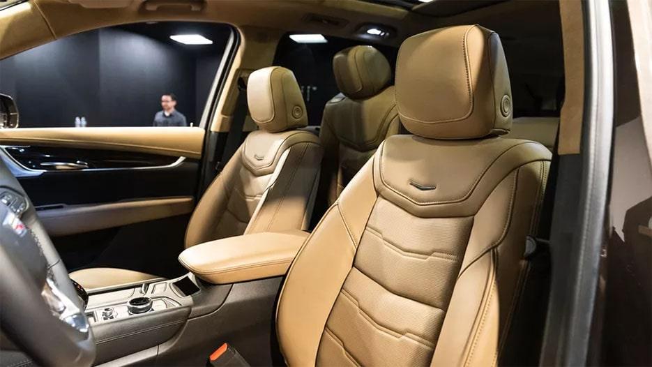 Cadillac XT6 передние сидения