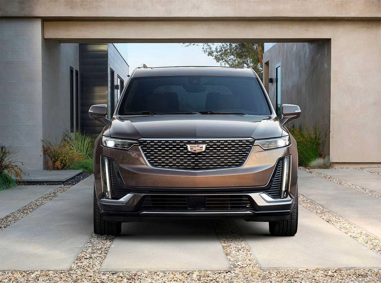 Cadillac XT6 вид спереди