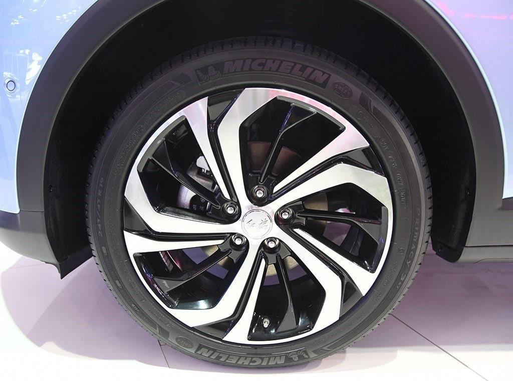 HongqiE-HS3 колёса
