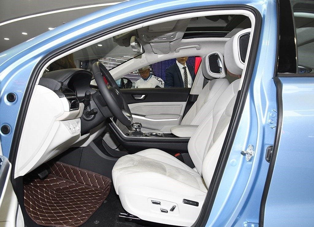 HongqiE-HS3 передние сидения