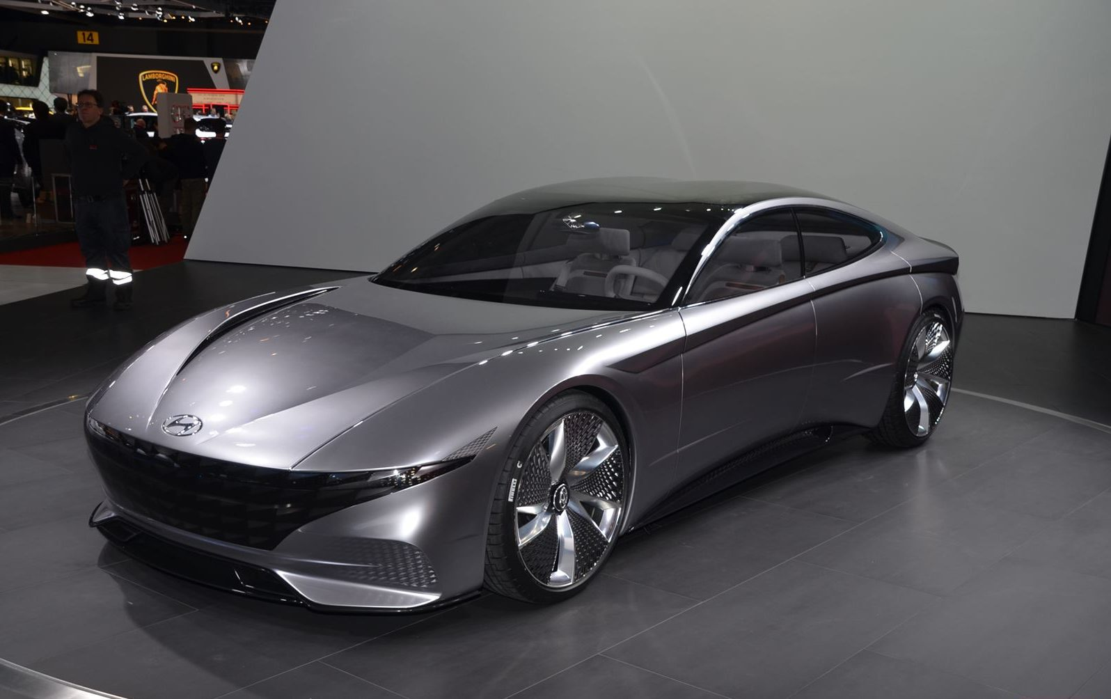 Hyundai  Le Fil вид спереди