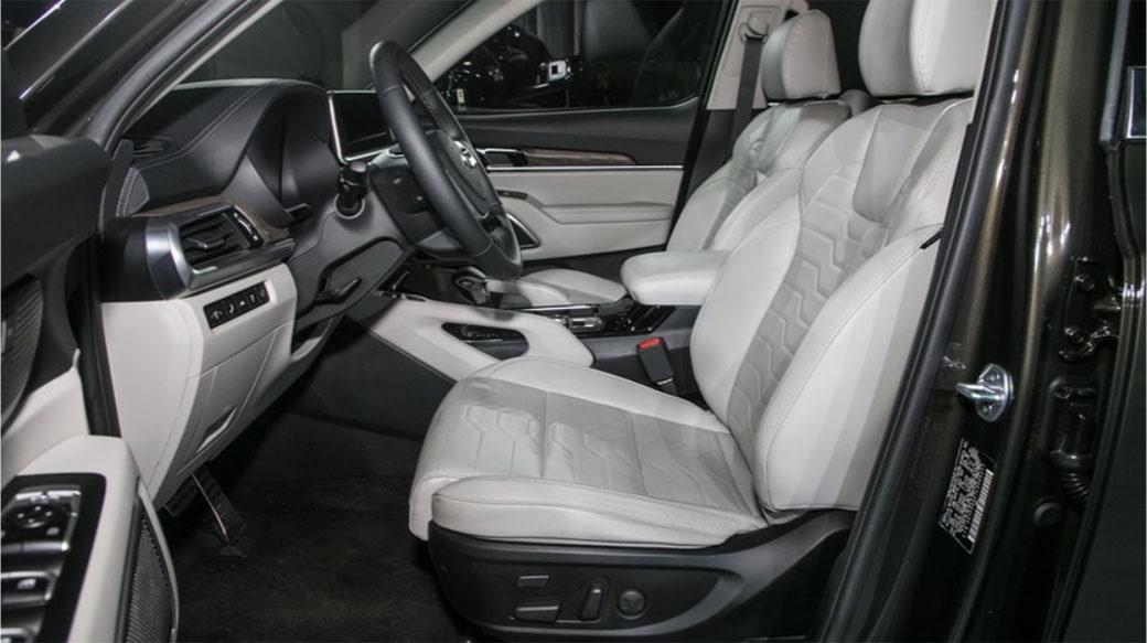 KiaTelluride передние сидения
