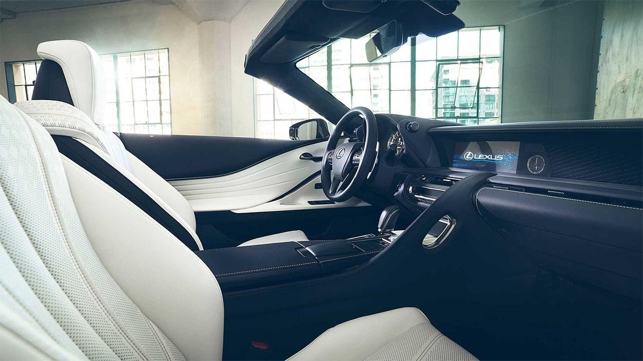 Lexus LC Convertible передние сидения