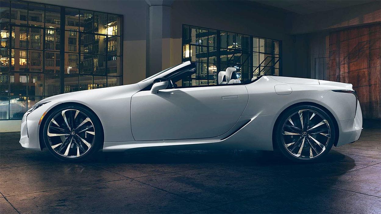 Lexus LC Convertible сбоку без крыши