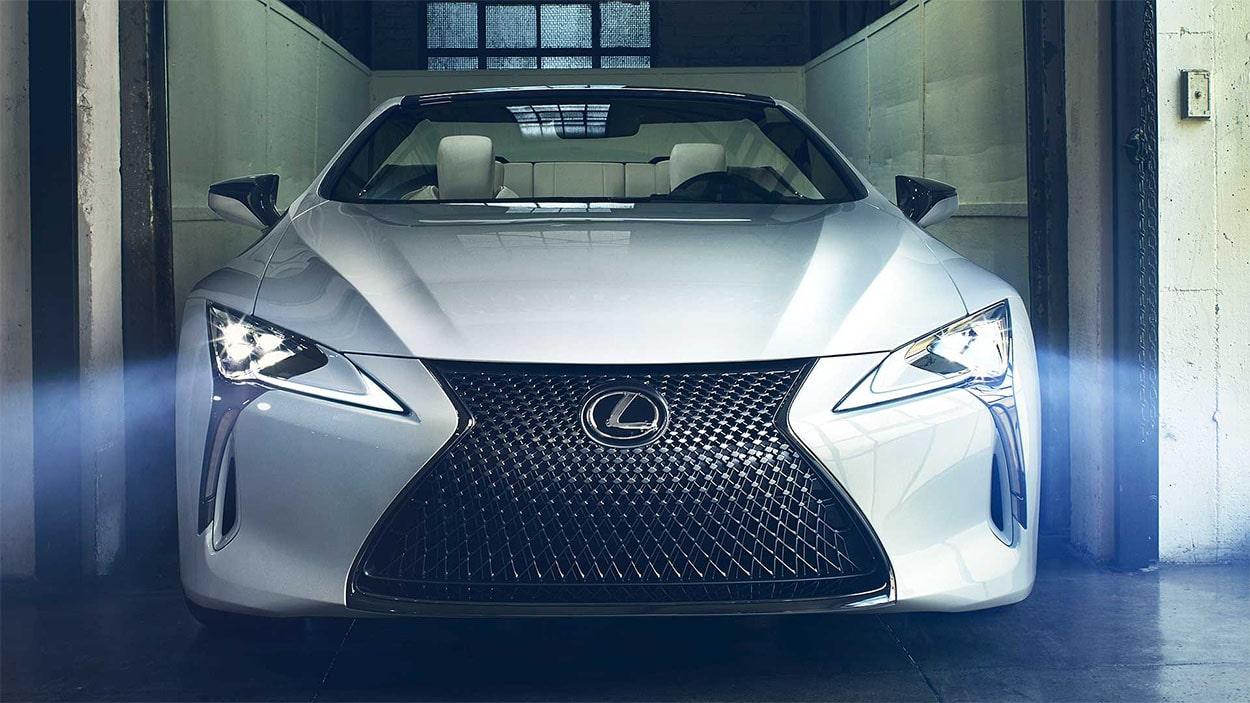 Lexus LC Convertible вид спереди