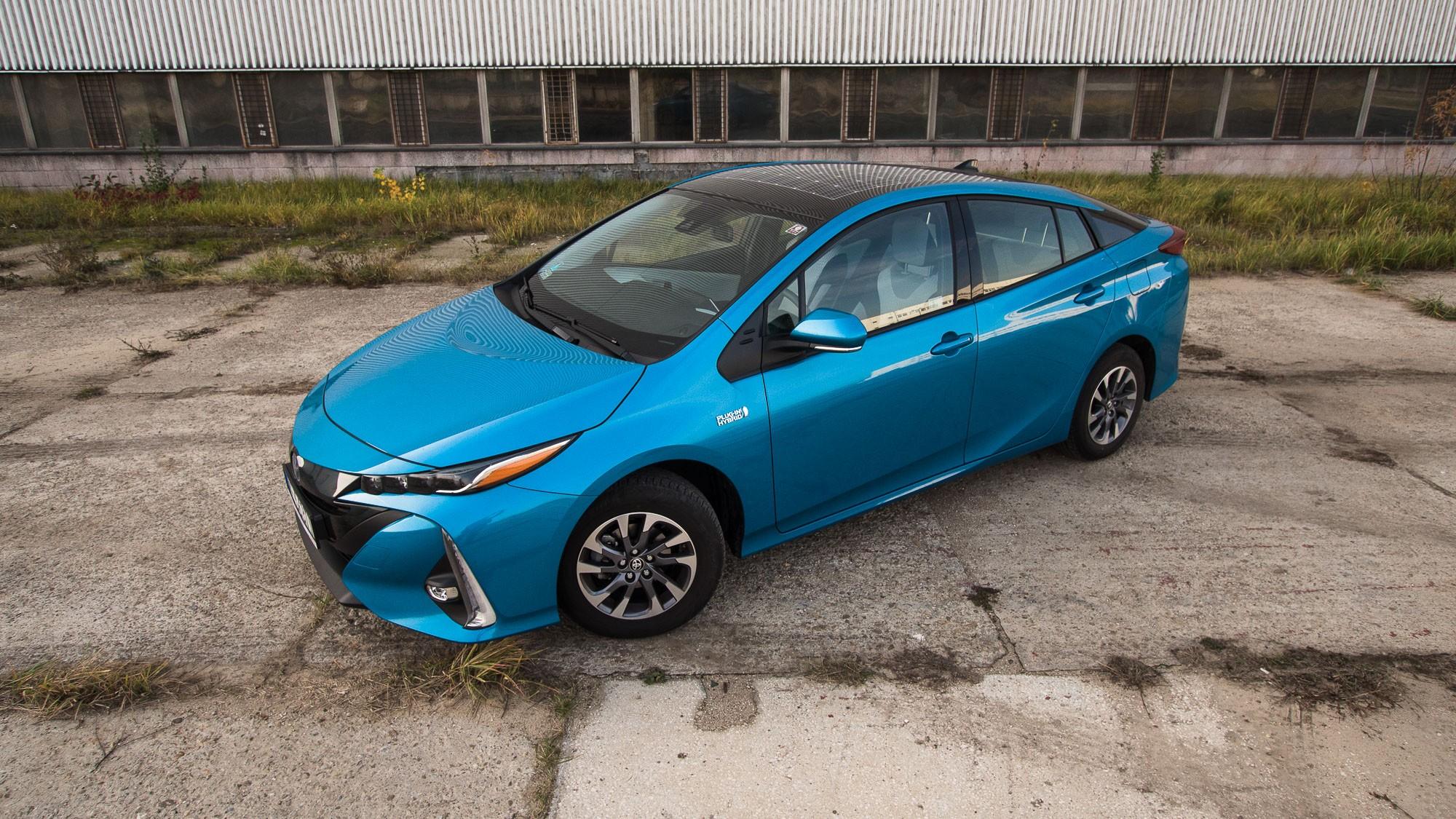 Toyota Prius Plug-in фото