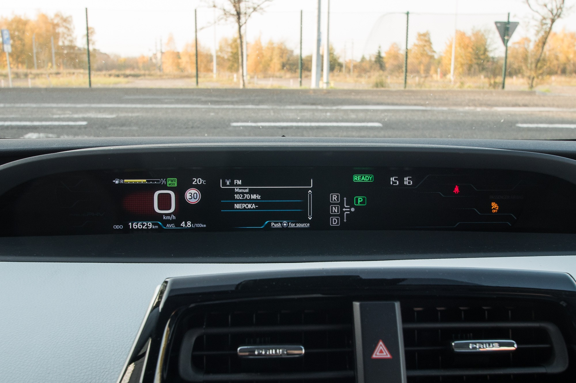Toyota Prius Plug-in панель приборов