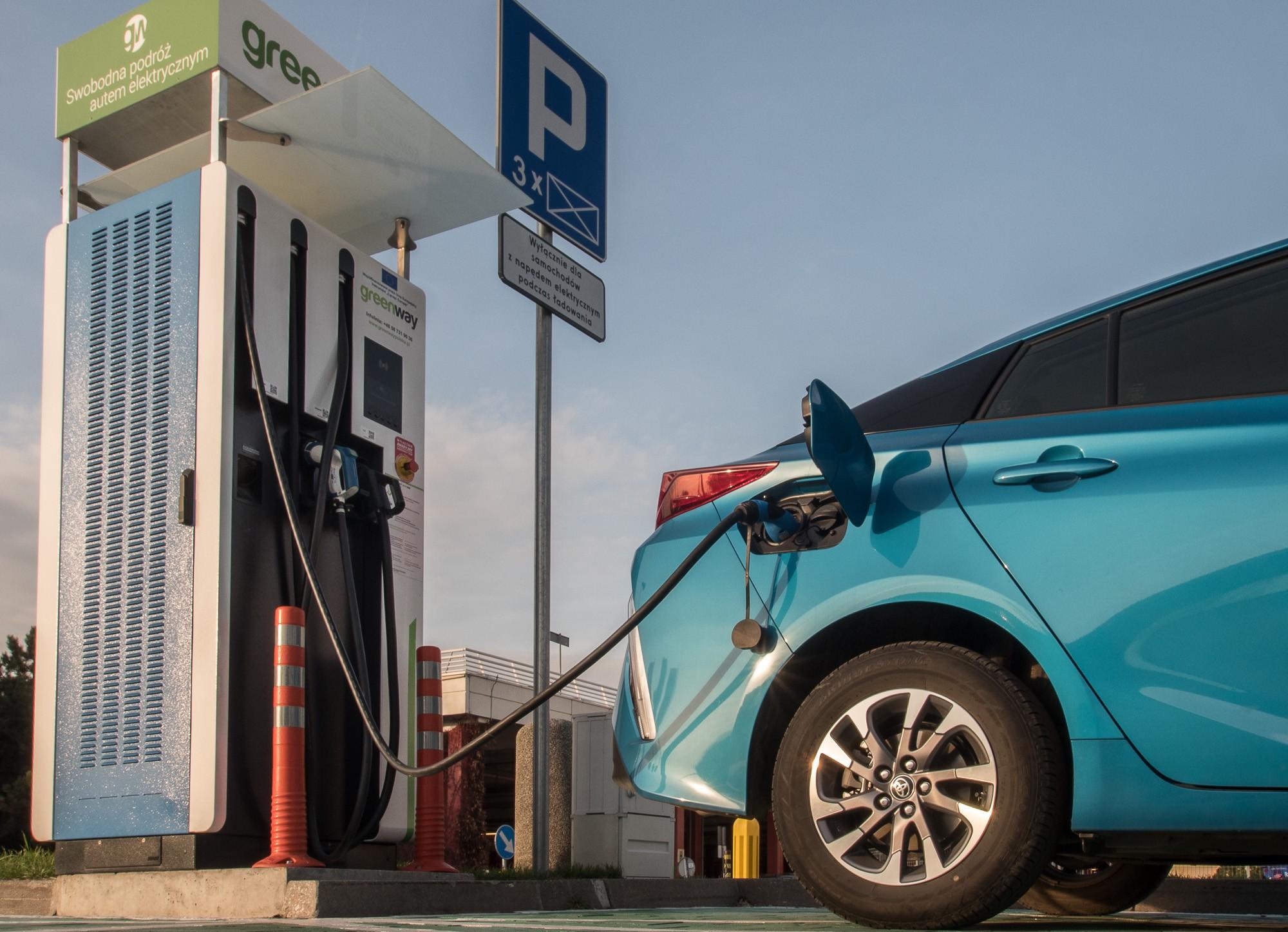 Toyota Prius Plug-in заправка