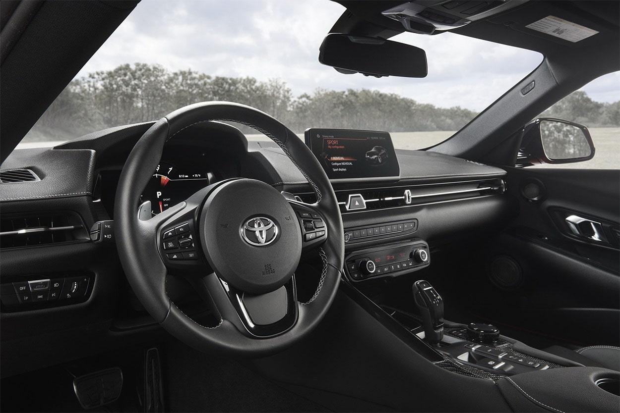 Toyota Supra приборная панель