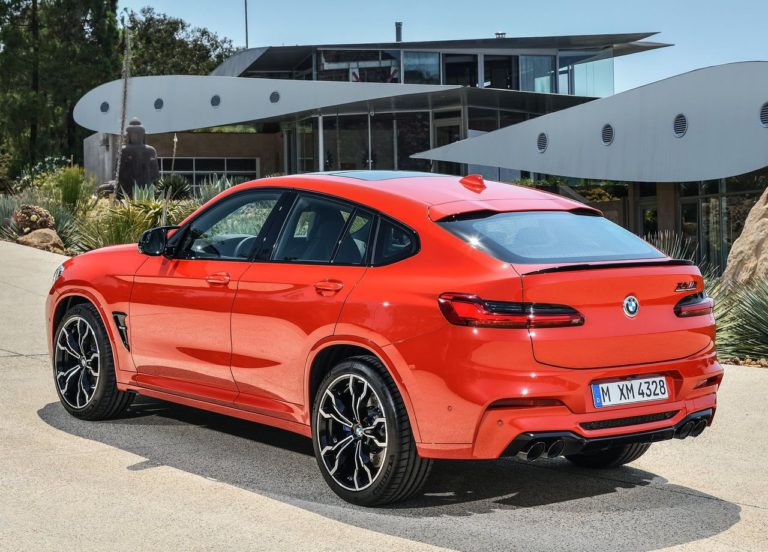 BMW X3 M и BMW X4 M фото сзади