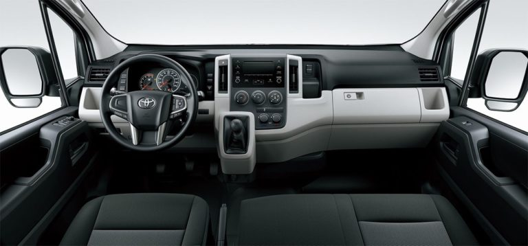 Toyota Hiace панель приборов
