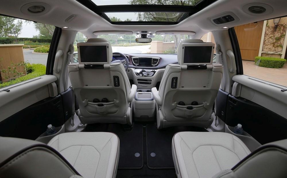Chrysler Pacifica салон