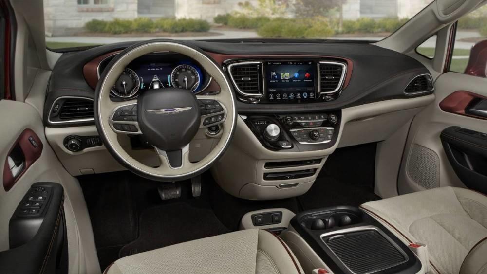 Chrysler Pacifica вид салон