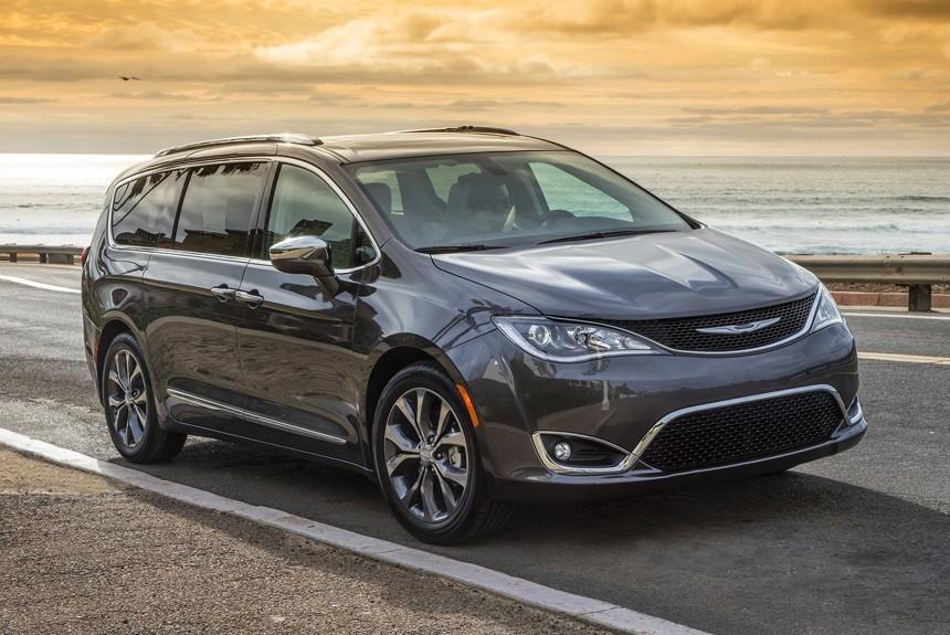 Chrysler Pacifica вид спереди