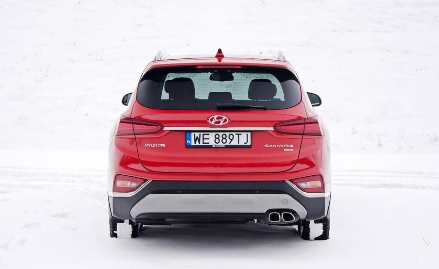 Hyundai Santa Fe 2.0 сзади