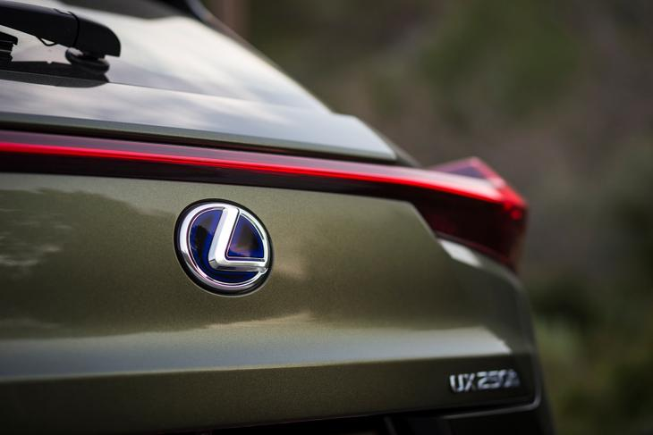 Lexus UX бампер