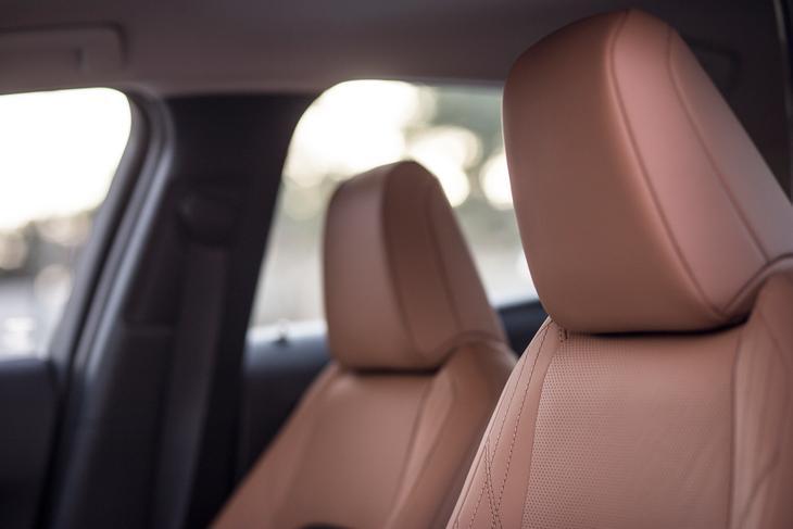 Lexus UX детали салона