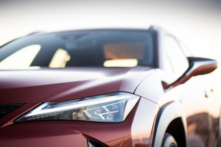 Lexus UX фары
