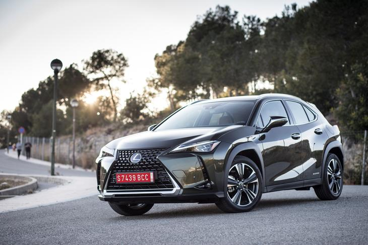 Lexus UX фото