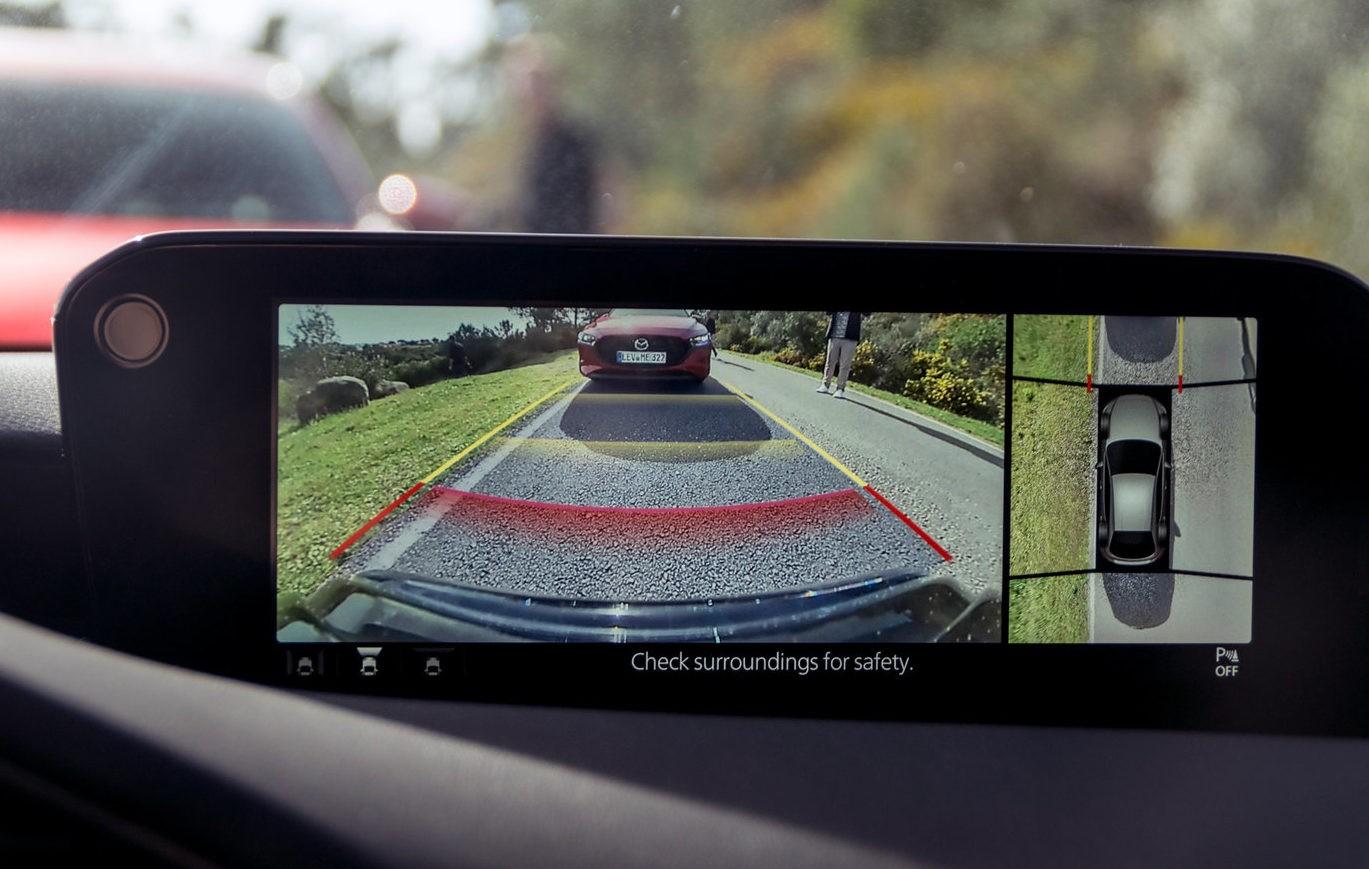 Mazda 3 камера заднего вида