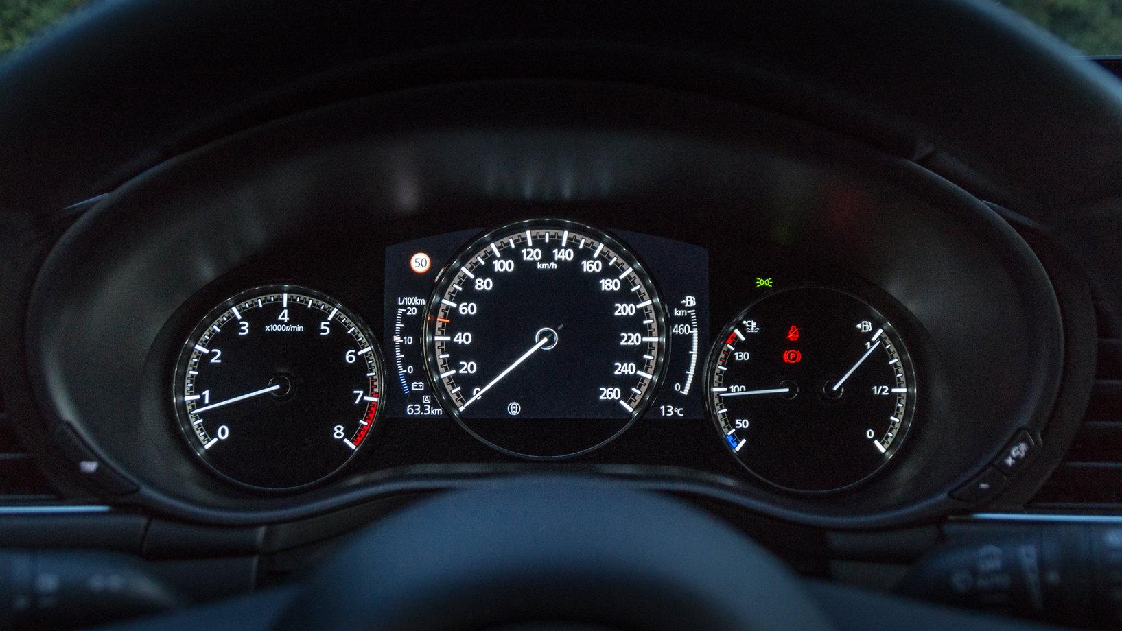 Mazda 3 панель приборов