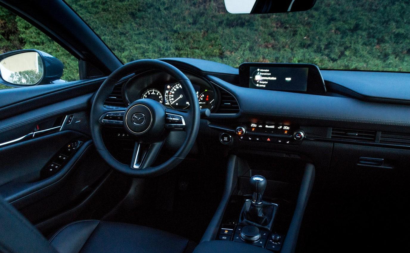 Mazda 3 вид салон