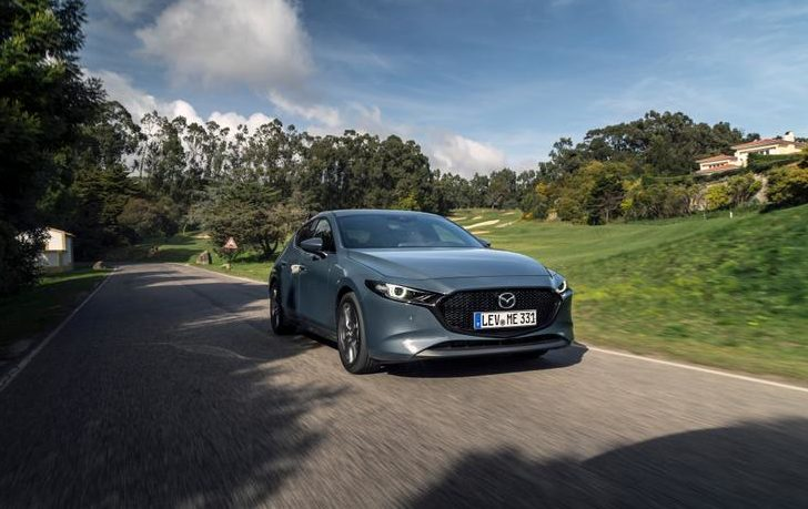 Mazda 3 вид спереди
